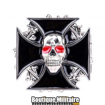 Badge : croix + crane aux yeux rouges